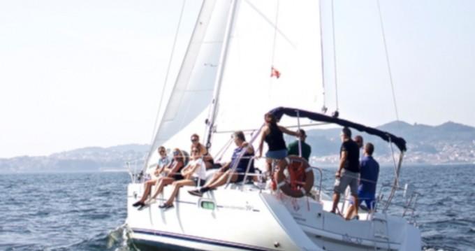 Location bateau Jeanneau Sun Odyssey 39i à Vigo sur Samboat