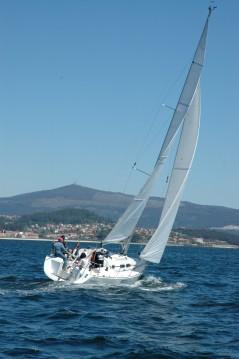 Louez un Elan Elan 31 Performance à Vigo