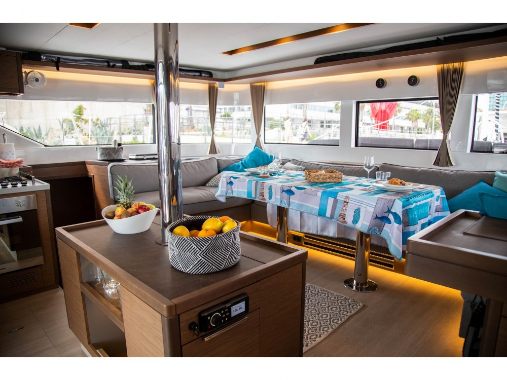 Lagoon Lagoon 50 LUX elegance (2019) equipped with airconditioning (saloon + cabins), generator, watermaker, ice maker, dishwasher, washer/dryer, 2 SUP, snorkelling equipment entre particuliers et professionnel à Slano