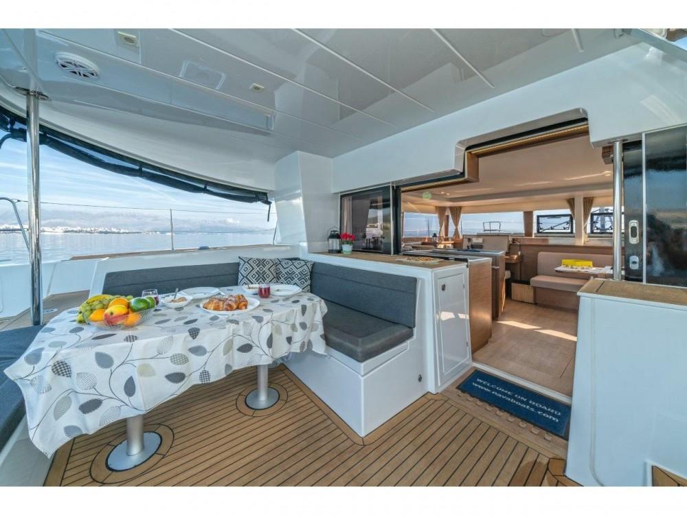 Louez un Lagoon Lagoon 450 Sport LUX equipped with generator, A/C (saloon+cabins), ice maker, dishwasher, 2 S.U.P., underwater lights à Spalato