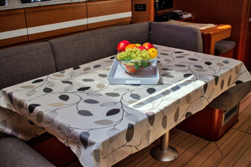 Location Voilier à Split - Jeanneau Jeanneau 53 (2013) equipped with roll mainsail, bow thruster, generator, A/C (saloon), TV/DVD