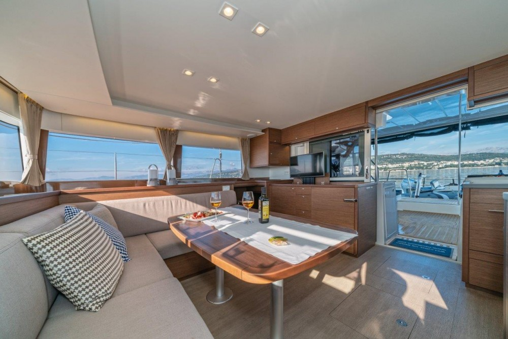 Lagoon Lagoon 450 Sport LUX equipped with generator, A/C (saloon+cabins), ice maker, dishwasher, 2 S.U.P., underwater lights entre particuliers et professionnel à Spalato