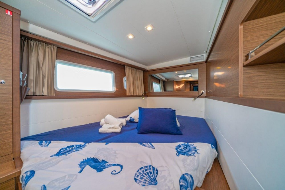 Location yacht à Spalato - Lagoon Lagoon 450 Sport LUX equipped with generator, A/C (saloon+cabins), ice maker, dishwasher, 2 S.U.P., underwater lights sur SamBoat
