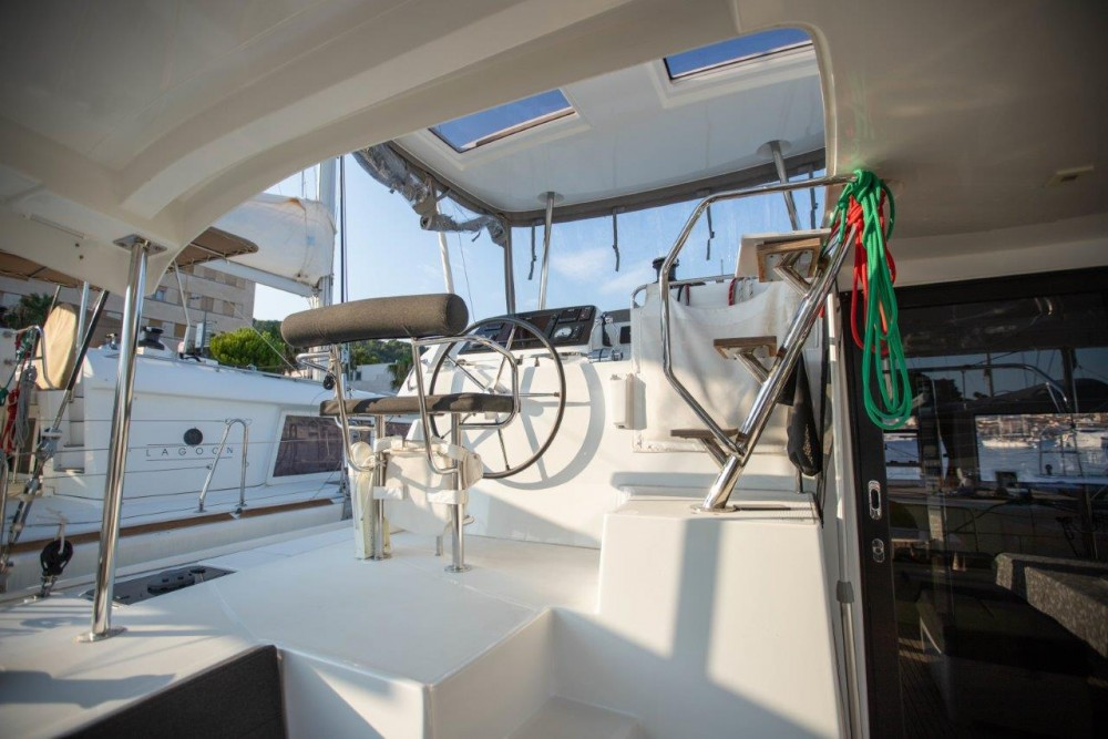 Location bateau Slano pas cher Lagoon 42 (2018) equipped with generator, A/C (saloon+cabins), water maker, bow thruster