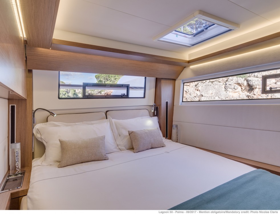Louez un Lagoon Lagoon 50 LUX (2020) equipped with airconditioning (saloon + cabins), generator, watermaker, ice maker, dishwasher, washer/dryer, 2 SUP à Spalato