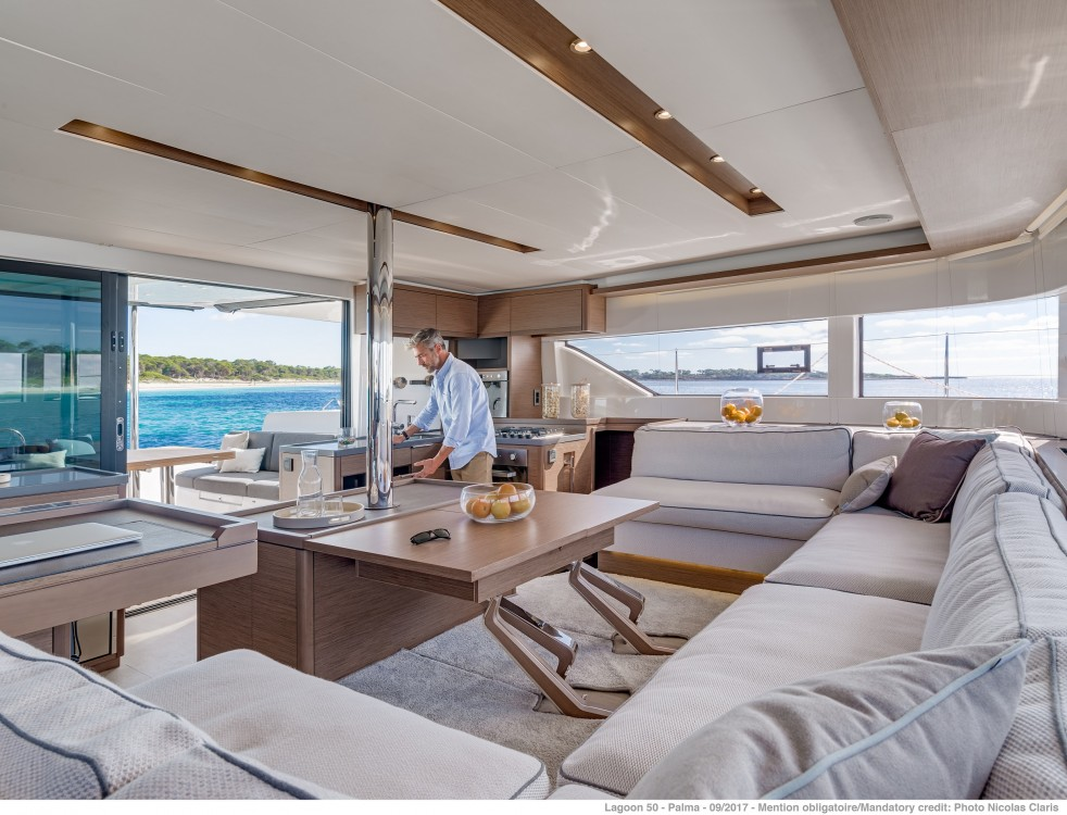 Location bateau Lagoon Lagoon 50 LUX (2020) equipped with airconditioning (saloon + cabins), generator, watermaker, ice maker, dishwasher, washer/dryer, 2 SUP à Spalato sur Samboat