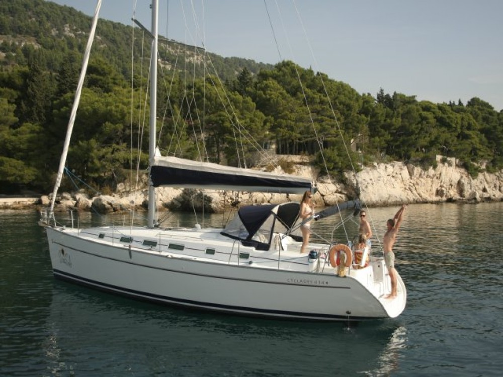 Louez un Bénéteau Cyclades 43.4 (2007) new full batten mainsail and dinghy 2012, bimini 2013, new genoa 2017, new upholstery 2017 à Spalato