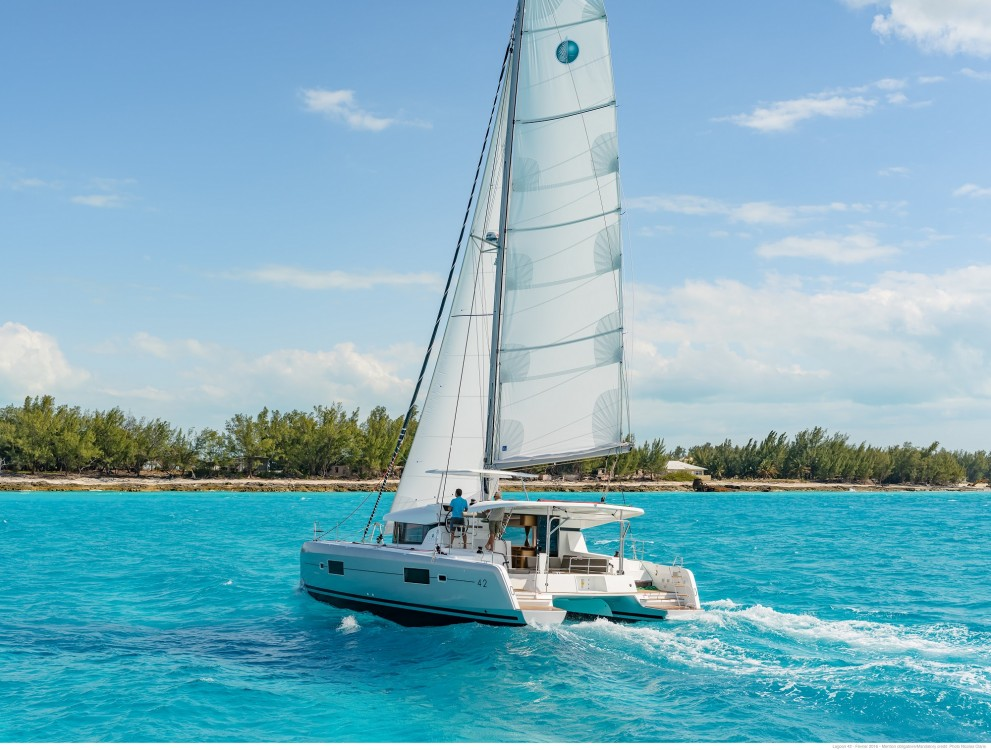 Lagoon Lagoon 42 (2020) equipped with generator, A/C (saloon+cabins),water maker, microwave oven with grill entre particuliers et professionnel à Slano