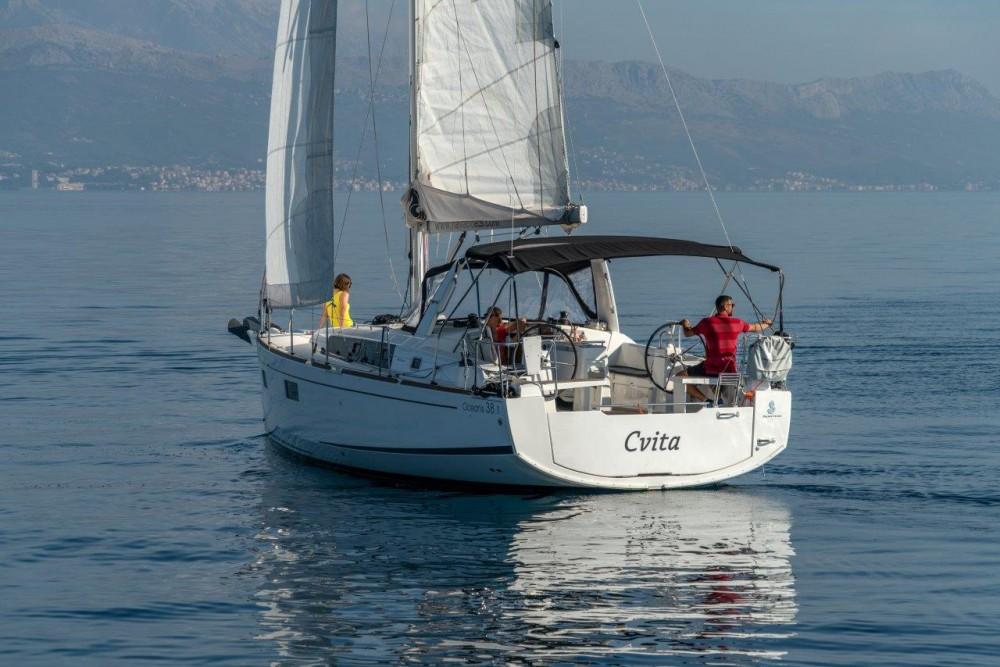 Bénéteau Oceanis 38.1 (2017) entre particuliers et professionnel à Split