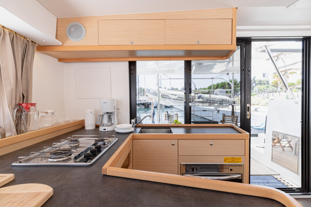 Lagoon Lagoon 42 (2019) MALA KATE I equipped with generator, A/C (saloon) entre particuliers et professionnel à Slano