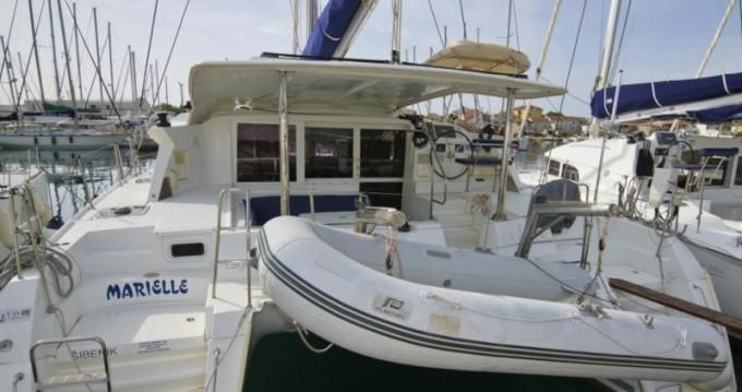 Catamaran à louer à Betina au meilleur prix