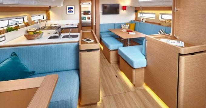 Location bateau Jeanneau Sun Odyssey 490 à Keramotí sur Samboat