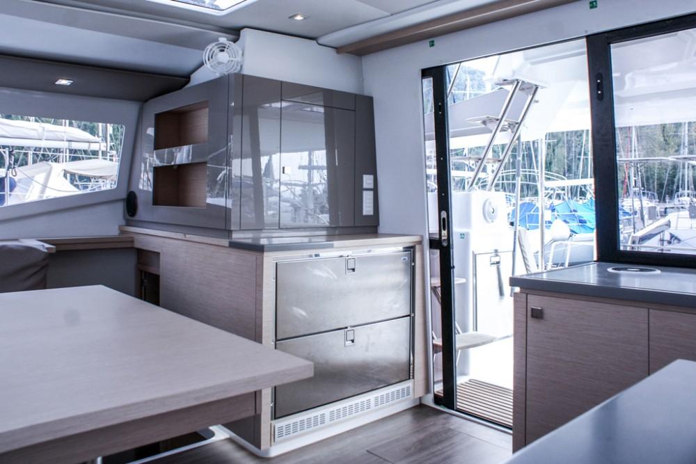 Location Catamaran à Slano - Fountaine Pajot Helia 44 (4 cabs)