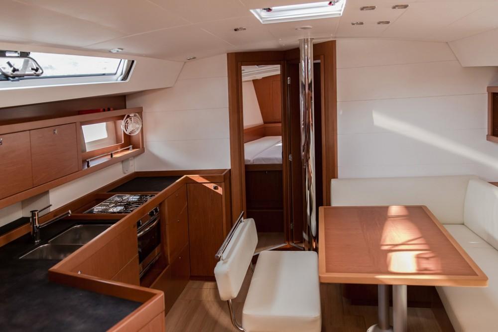 Location bateau Bénéteau Oceanis 45 (4 cabs) à Slano sur Samboat