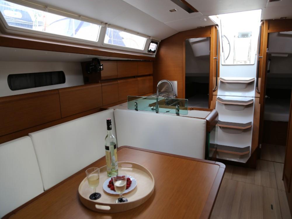 Location bateau Jeanneau Sun Odyssey 419 à Kaštel Gomilica sur Samboat