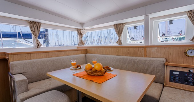 Louez un Lagoon Lagoon 400 S2 à Split