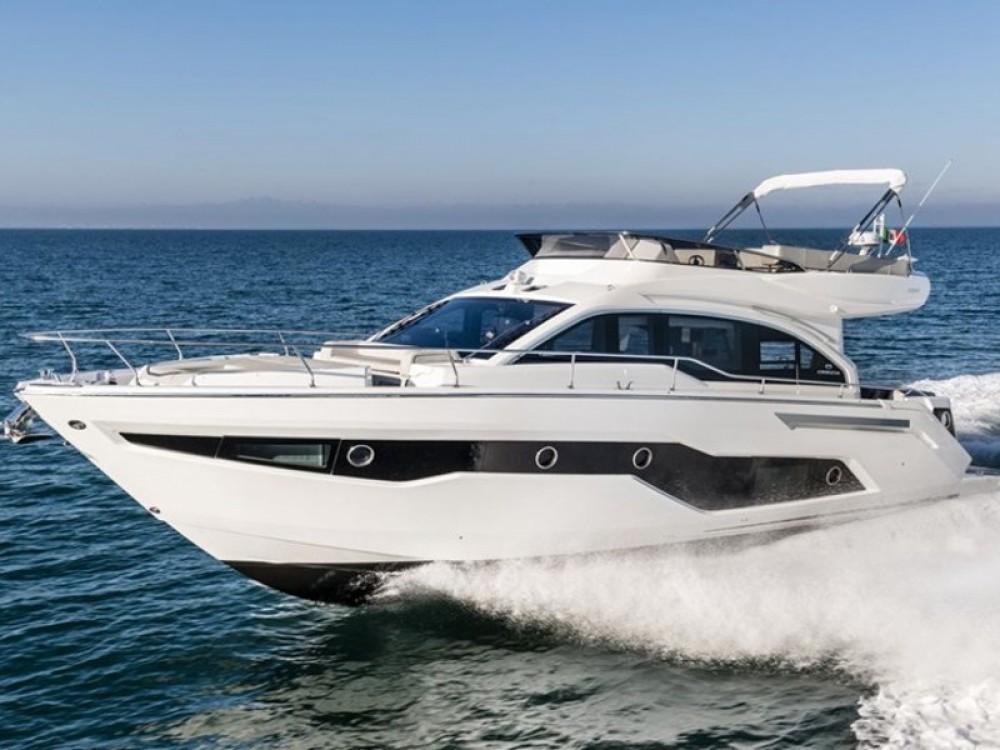 Louer Bateau à moteur avec ou sans skipper Cranchi à Split