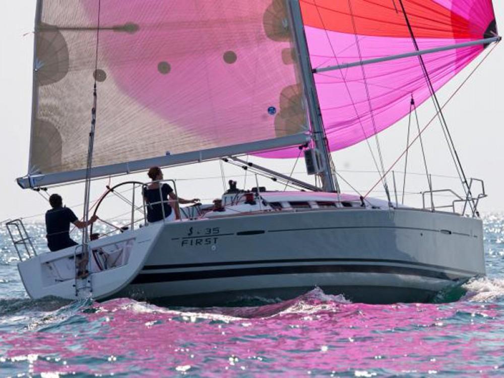 Bénéteau First 35 entre particuliers et professionnel à Marina di Portisco