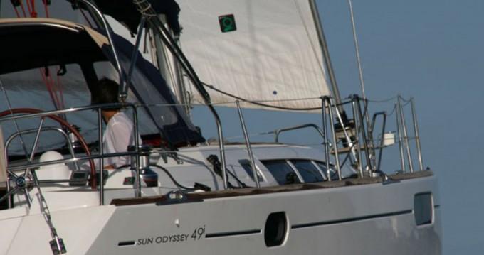 Location bateau Jeanneau Sun Odyssey 49i à Marina di Portisco sur Samboat