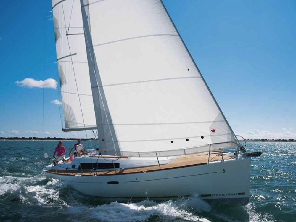 Bénéteau Oceanis 37 entre particuliers et professionnel à Marina di Portisco