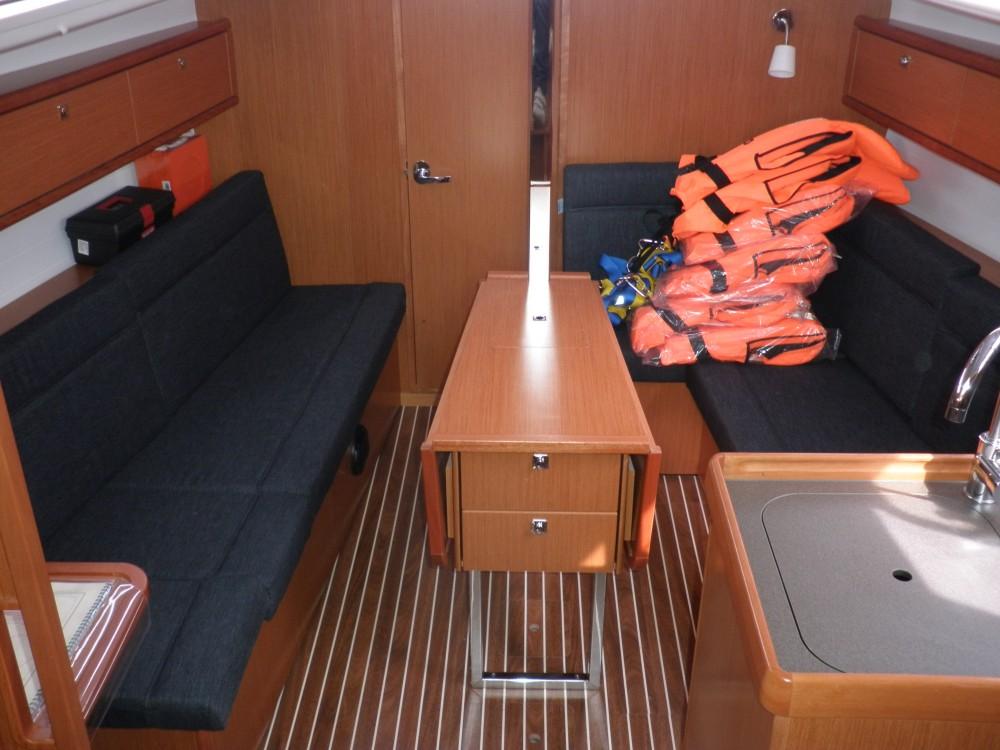 Louez un Bavaria Bavaria Cruiser 33 à Sukošan