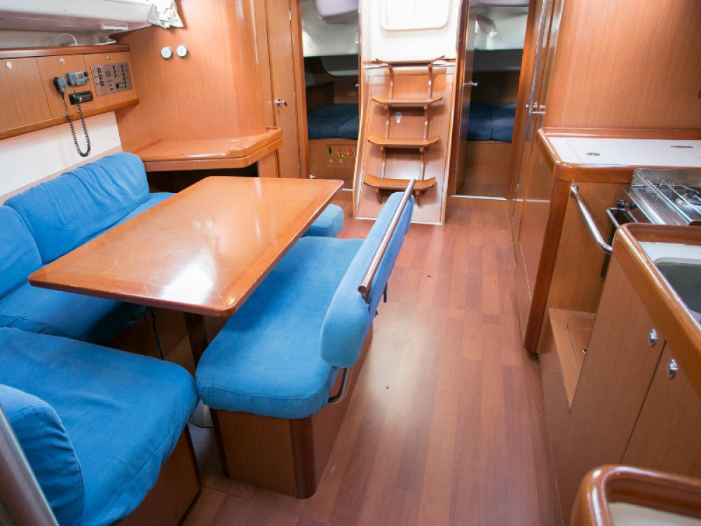 Location yacht à  - Bénéteau Oceanis 43 sur SamBoat