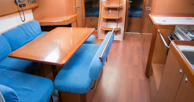 Bénéteau Oceanis 43 entre particuliers et professionnel à Salivoli