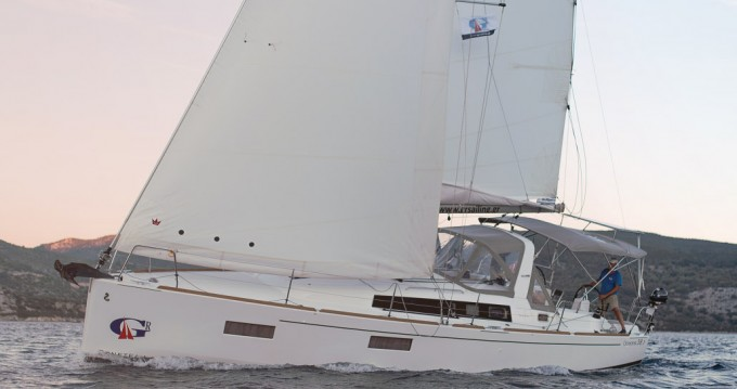 Bénéteau Oceanis 38.1 entre particuliers et professionnel à Port de Lefkada