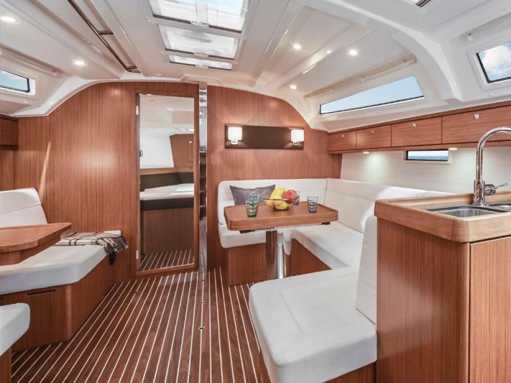 Louez un Bavaria Bavaria Cruiser 41 à Lemmer