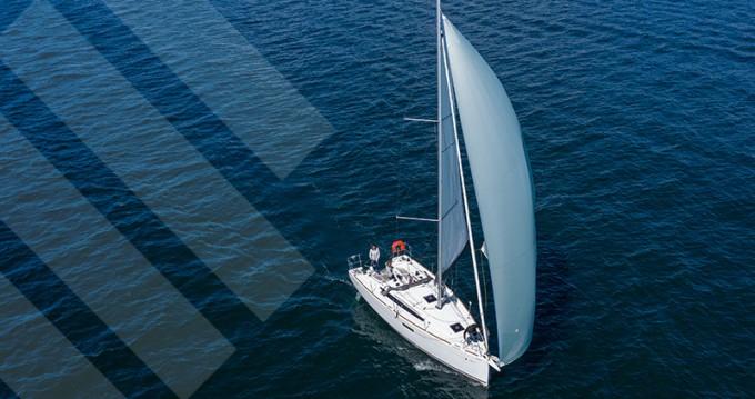 Location bateau La Trinité-sur-Mer pas cher Sun Odyssey 349