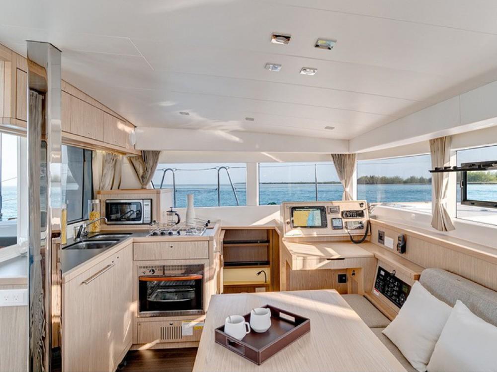 Location bateau Le Marin pas cher Lagoon 39