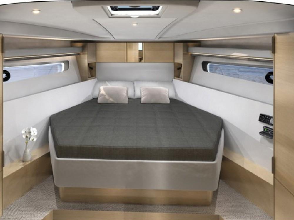 Location bateau Sibenik pas cher Bavaria 400 Coupe
