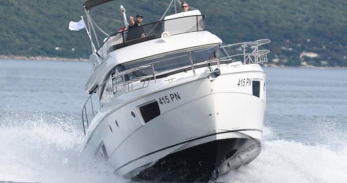Louer Bateau à moteur avec ou sans skipper Bavaria à Sibenik