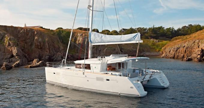Catamaran à louer à Santorini Port au meilleur prix