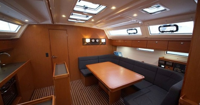 Location bateau Bavaria Bavaria 42 Cruiser à Athènes sur Samboat