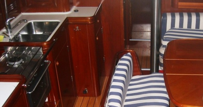 Bénéteau Oceanis 411 entre particuliers et professionnel à Betina