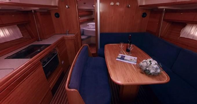 Louez un Bavaria Bavaria 39 Cruiser à Betina