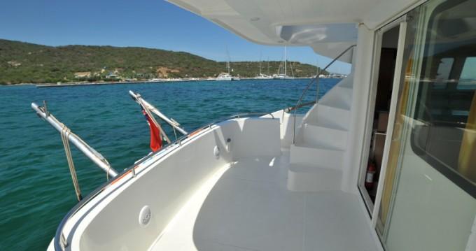Louer Bateau à moteur avec ou sans skipper Fountaine Pajot à Marina di Portisco