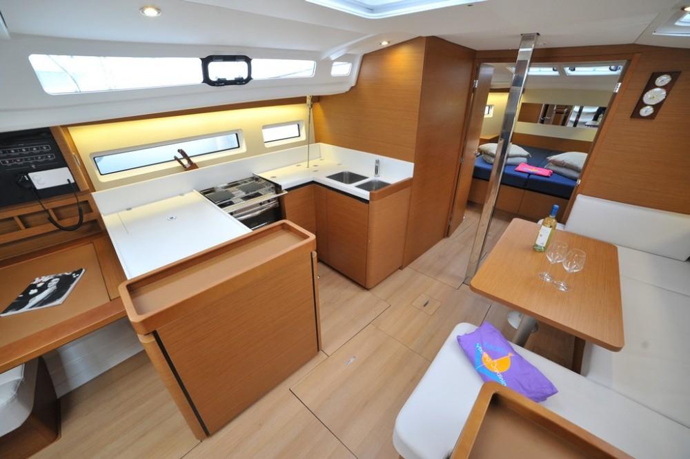 Location yacht à  - Jeanneau Sun Odyssey 440 sur SamBoat