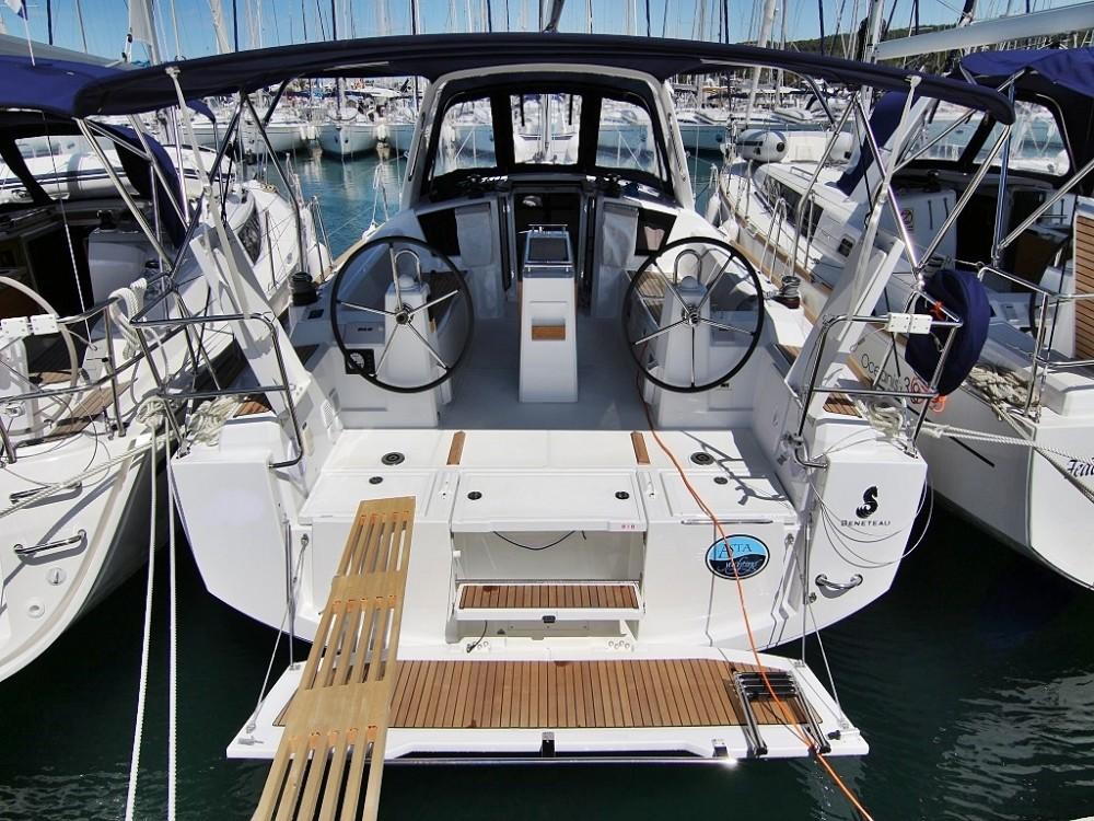 Bénéteau OCEANIS 38.1 BT entre particuliers et professionnel à