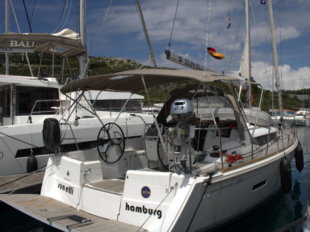 Jeanneau Sun Odyssey 389 entre particuliers et professionnel à Primošten