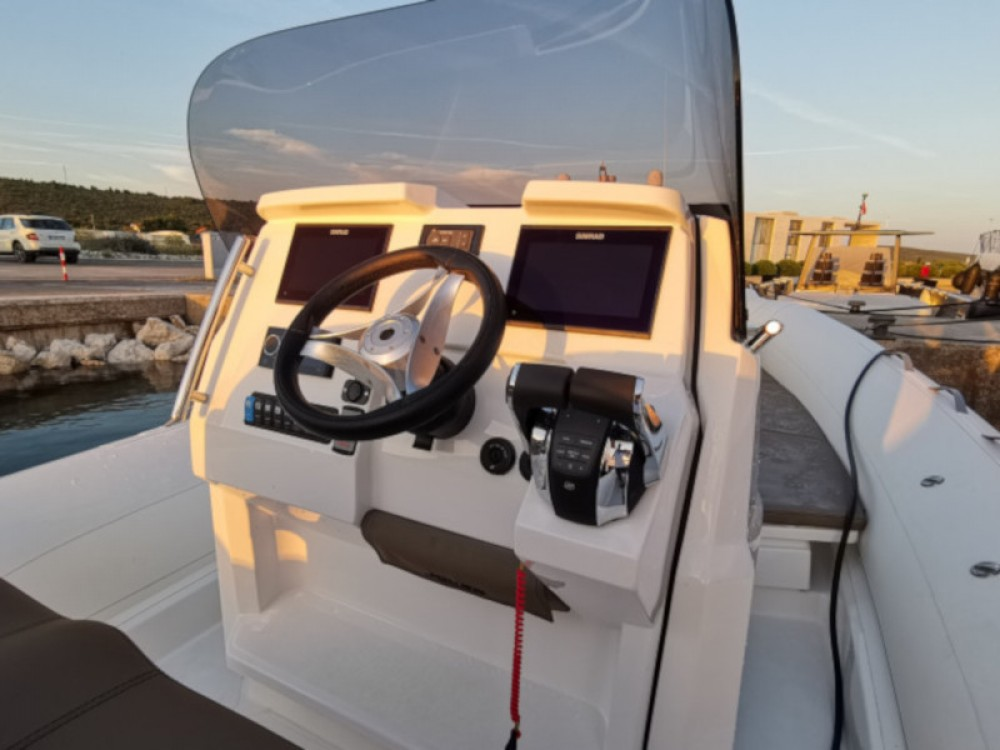 Location bateau Sukošan pas cher CLUBMAN 28 + Mercury 500