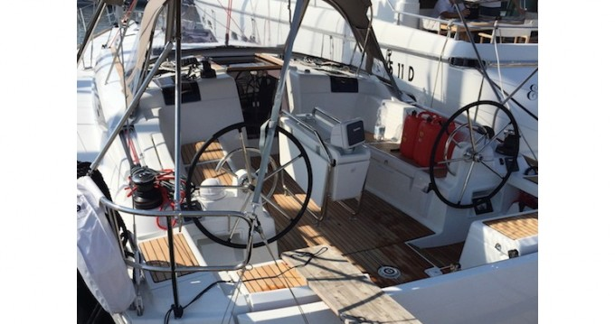 Louer Voilier avec ou sans skipper Jeanneau à Salivoli