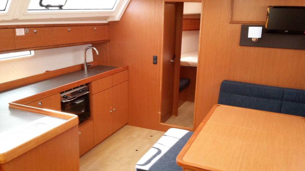 Louez un Bavaria Bavaria Cruiser46 à Pula