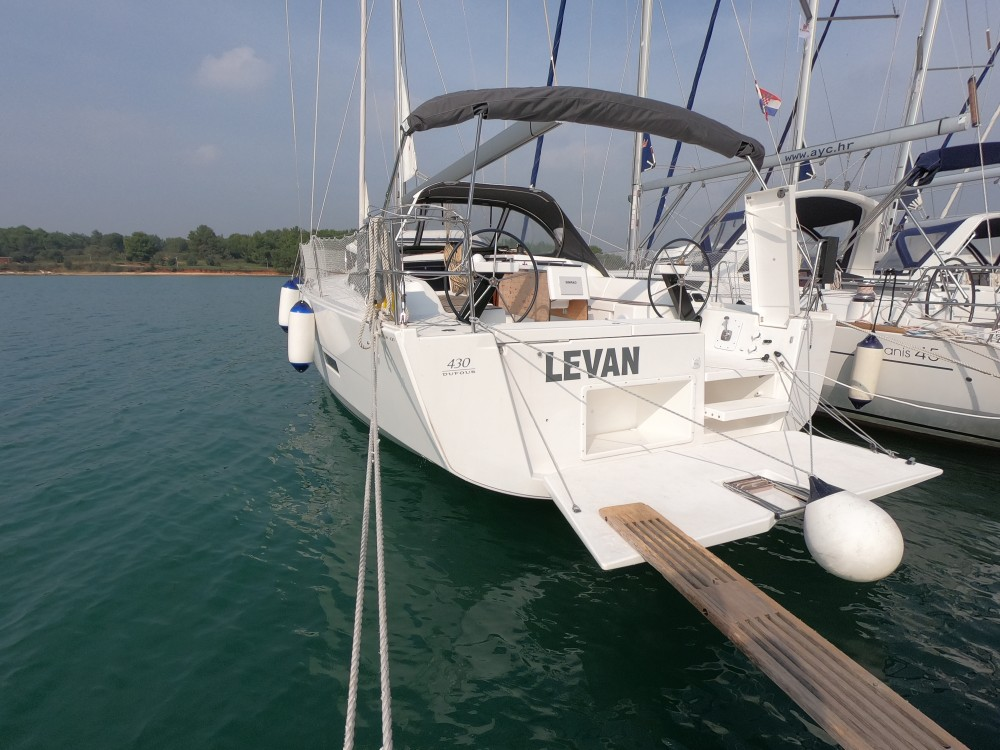 Location bateau Dufour Dufour 430 Grand Large à Medulin sur Samboat
