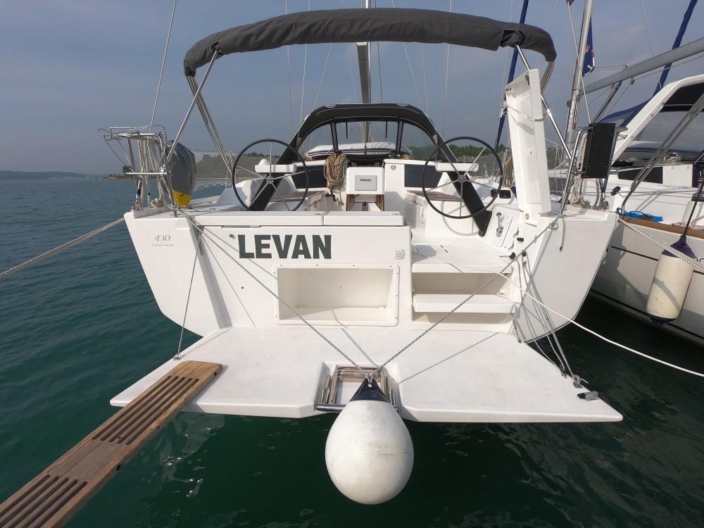 Location bateau Medulin pas cher Dufour 430 Grand Large