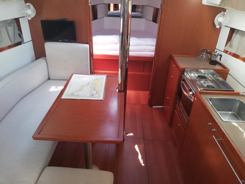 Location bateau Bénéteau Oceanis 38.1 à Kaštel Gomilica sur Samboat