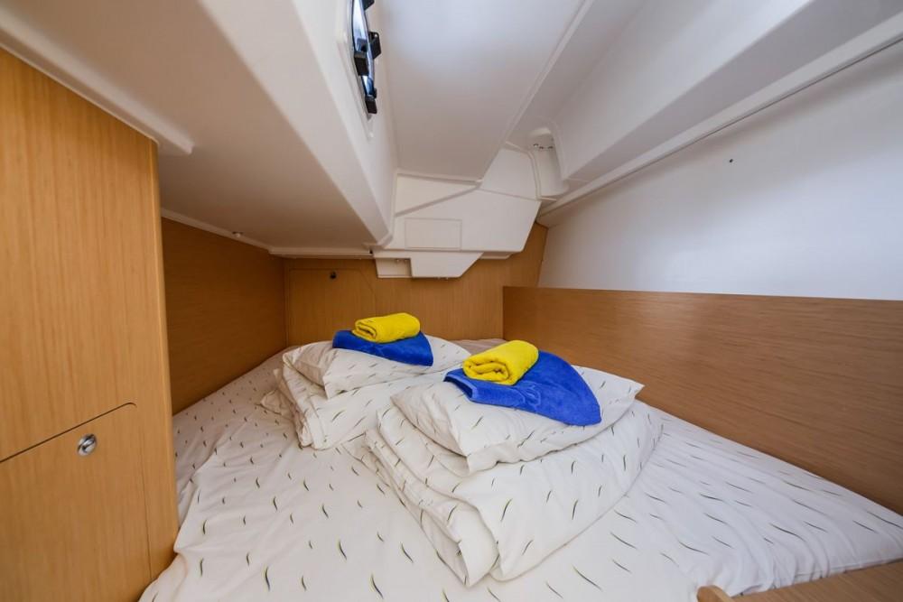 Location bateau Trogir pas cher Oceanis 38.1