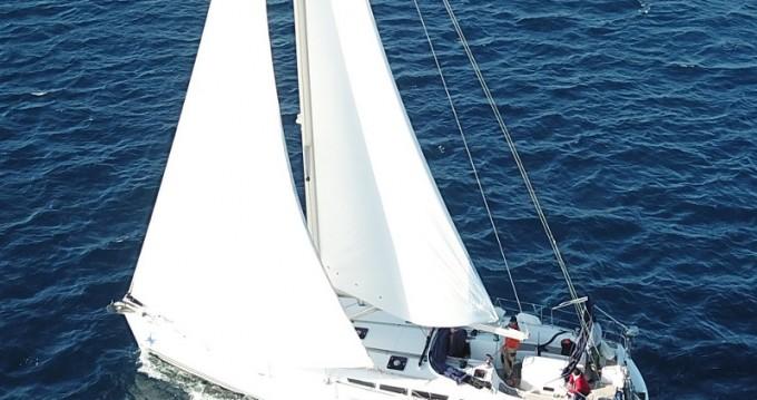 Location bateau Jeanneau Sun Odyssey 49i à Lávrio sur Samboat