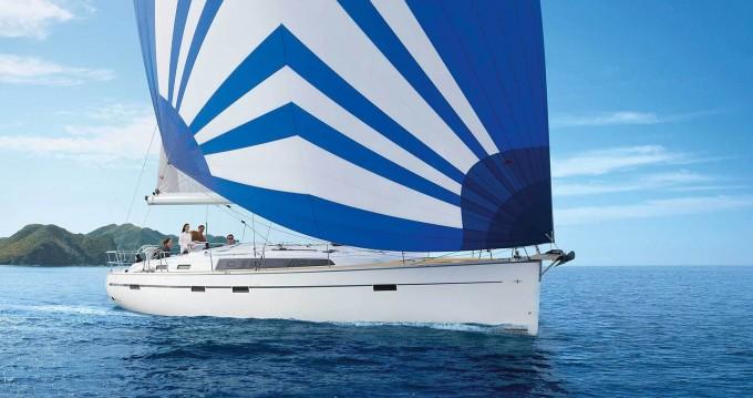 Louez un Bavaria Bavaria Cruiser 51 12 berths à Álimos